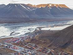 Get the best view of Longyearbyen | The most popular hike among locals