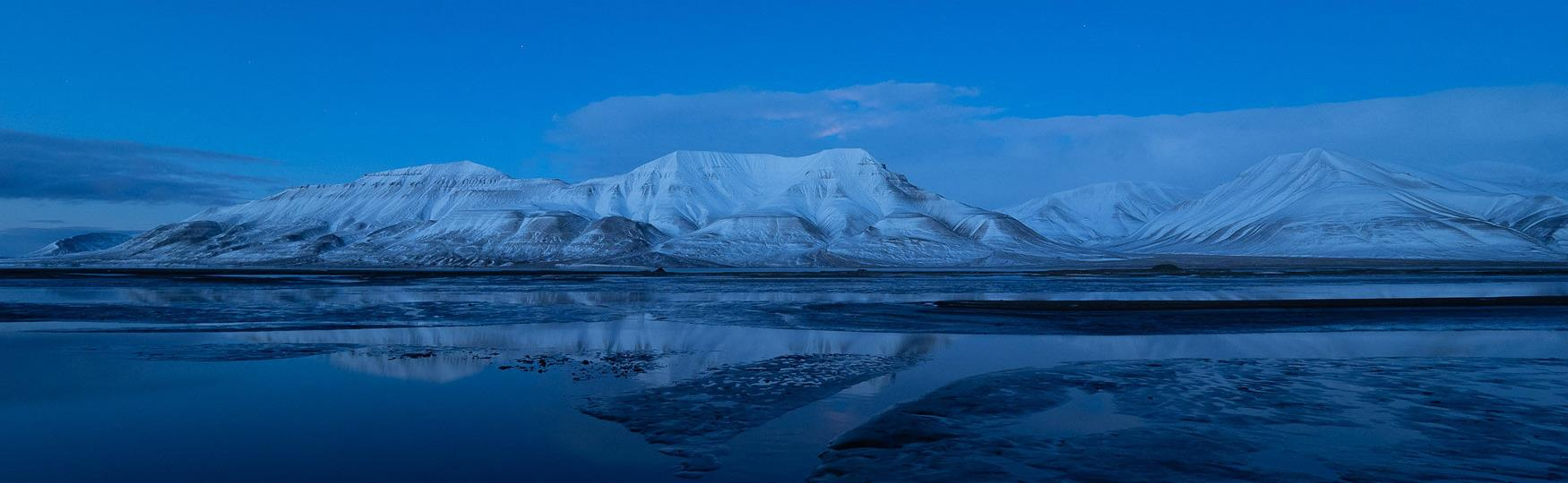 Experience Longyearbyen colored in blue
