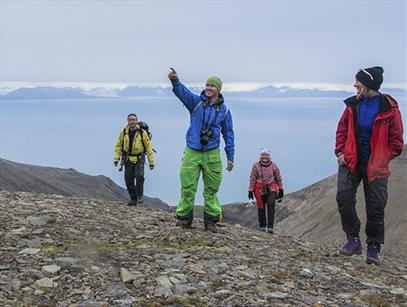 10 popular summer hikes around Longyearbyen