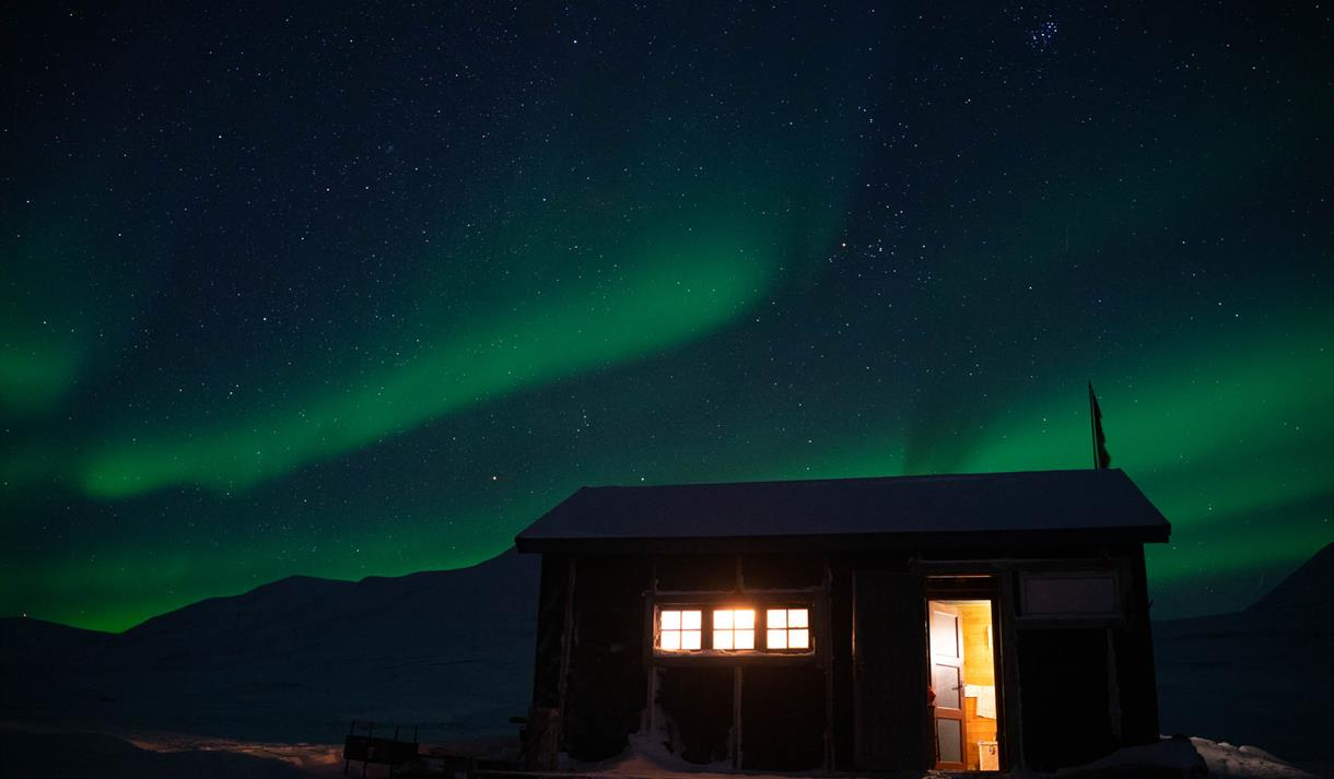 The Foxdal cabin with Northern Lights in the background