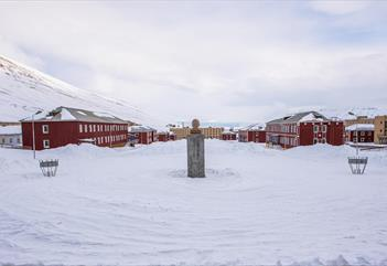 Snowmobile safari to Pyramiden - Svalbard Adventures