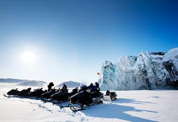 Wildlife safari 2 days: Snow mobile trip with overnight in a small cabin - Svalbard Wildlife Expeditions