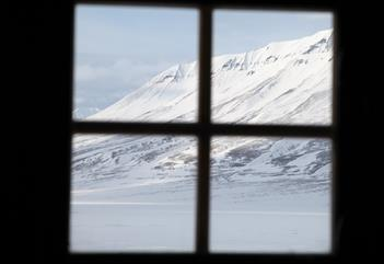 Dog sledding to a trapper's cabin, 2 days - Green Dog Svalbard