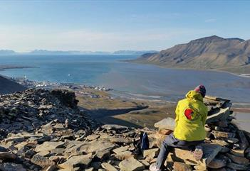 Lindholmhøgda: Hike to panoram view (459 masl) - Svalbard Wildlife Expeditions