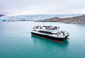 High-speed boat trip to Pyramiden - Arctic Explorer AS