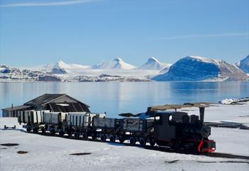 Ny-Aalesund, city of Arctic legends - Spitsbergen Guide Service