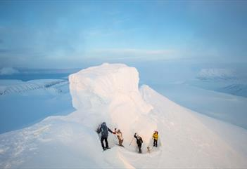 Trollsteinen: Hike crossing the glaicer to the peak - Svalbard Wildlife Expeditions