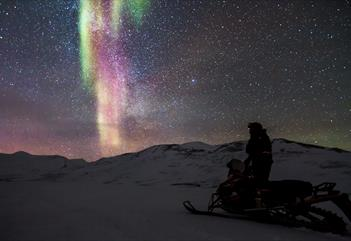 Polar night safari - hunting for the northern lights -Svalbardbooking.com