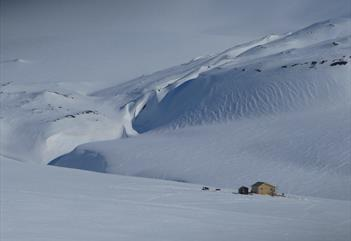 Expedition to the cabin among glaciers: 3 days dogsledding adventure - Arctic Husky Travellers